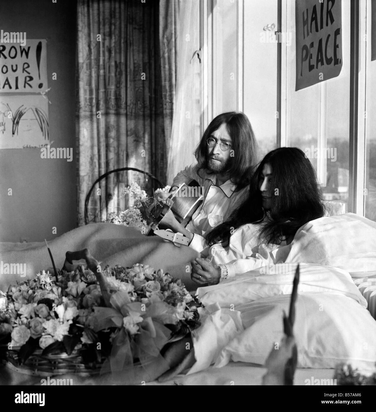 Fiori Yoko Ono.John Lennon E Sua Moglie Yoko Ono Sono Avente Una Settimana Di