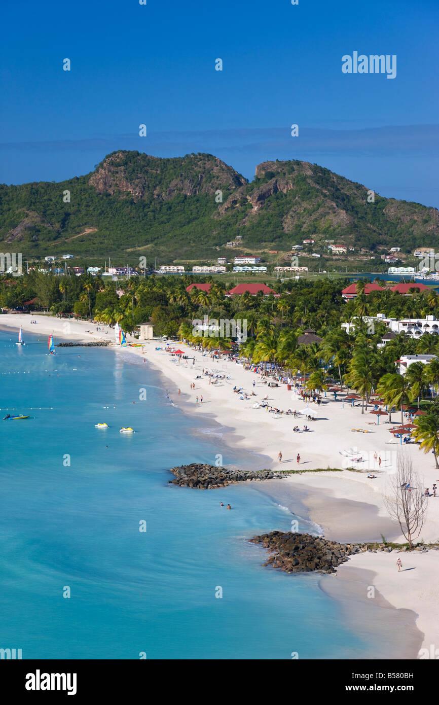 Vista in elevazione su Jolly Harbour e il Jolly Beach, Antigua, Isole Sottovento, West Indies, dei Caraibi e America Immagini Stock