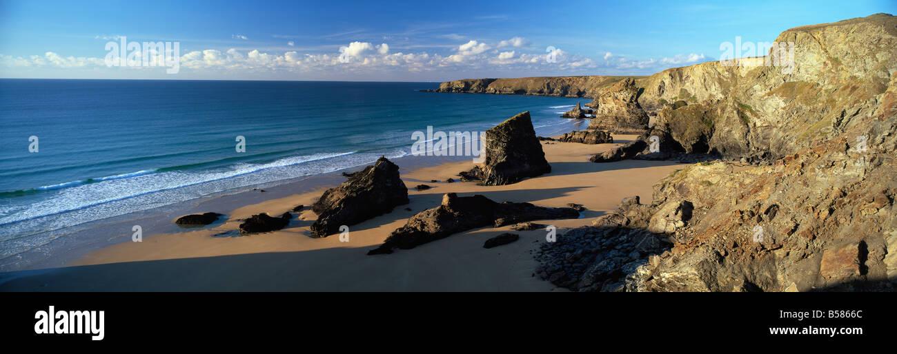 Vista di Bedruthan Steps e spiaggia, vicino a Newquay, Cornwall, England, Regno Unito, Europa Foto Stock