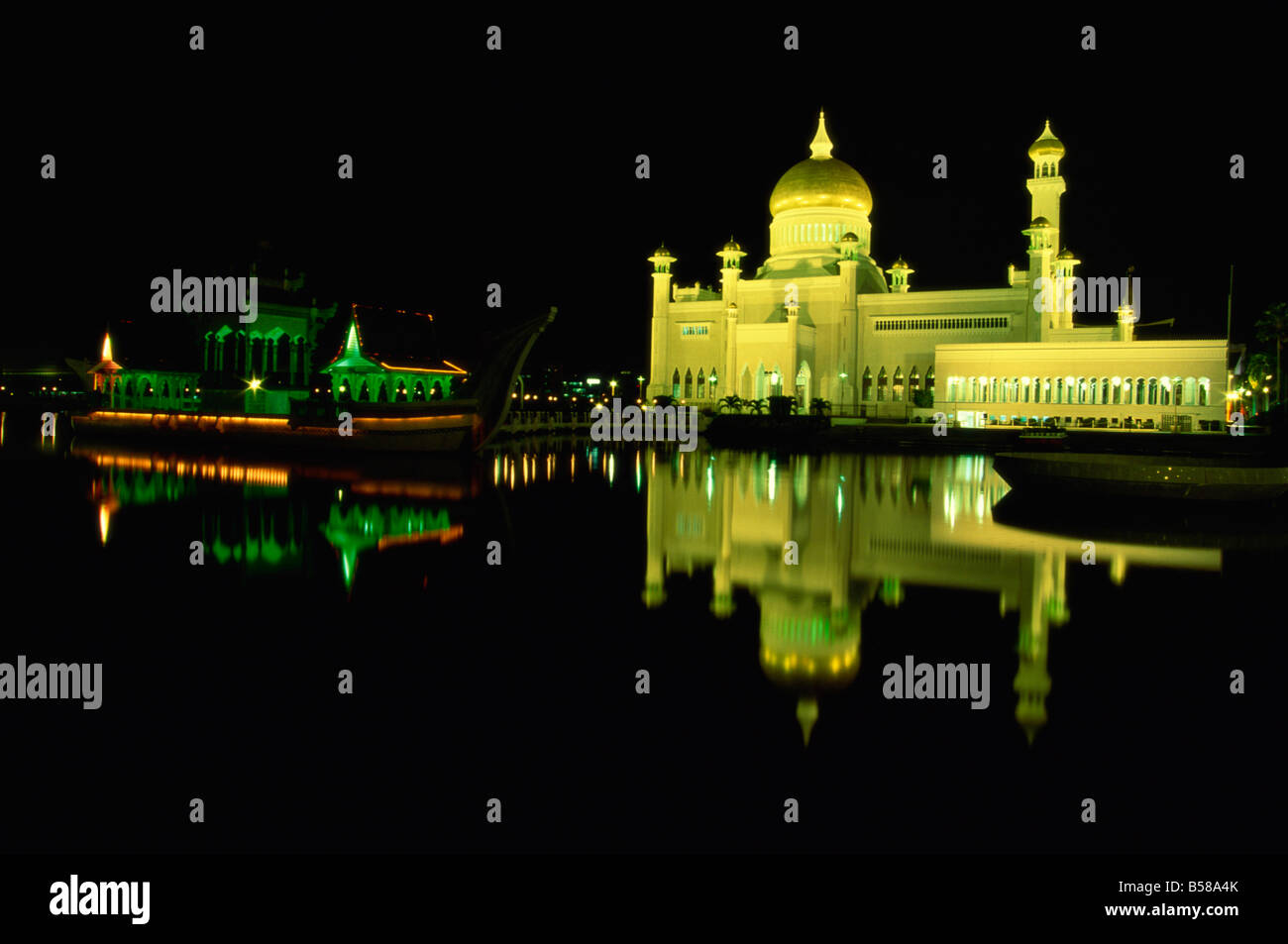 La Omar Ali Saifuddin Moschea costruita nel 1958, Bandar Seri Begawan, Brunei Darussalam, Borneo, sud-est asiatico Immagini Stock