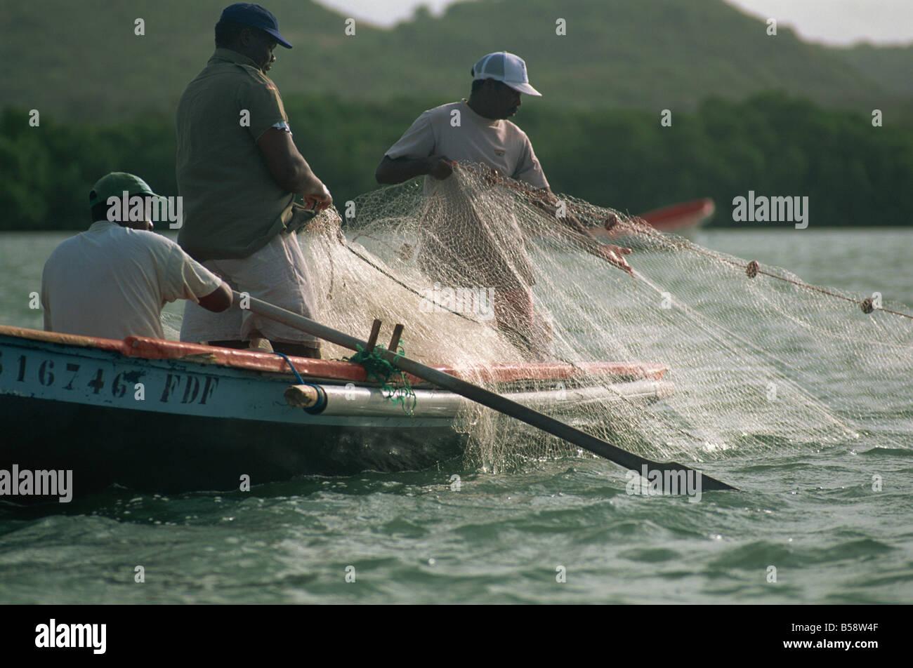 Disegno in reti da pesca, Baie des Anglais, Martinica, West Indies, dei Caraibi e America centrale Immagini Stock