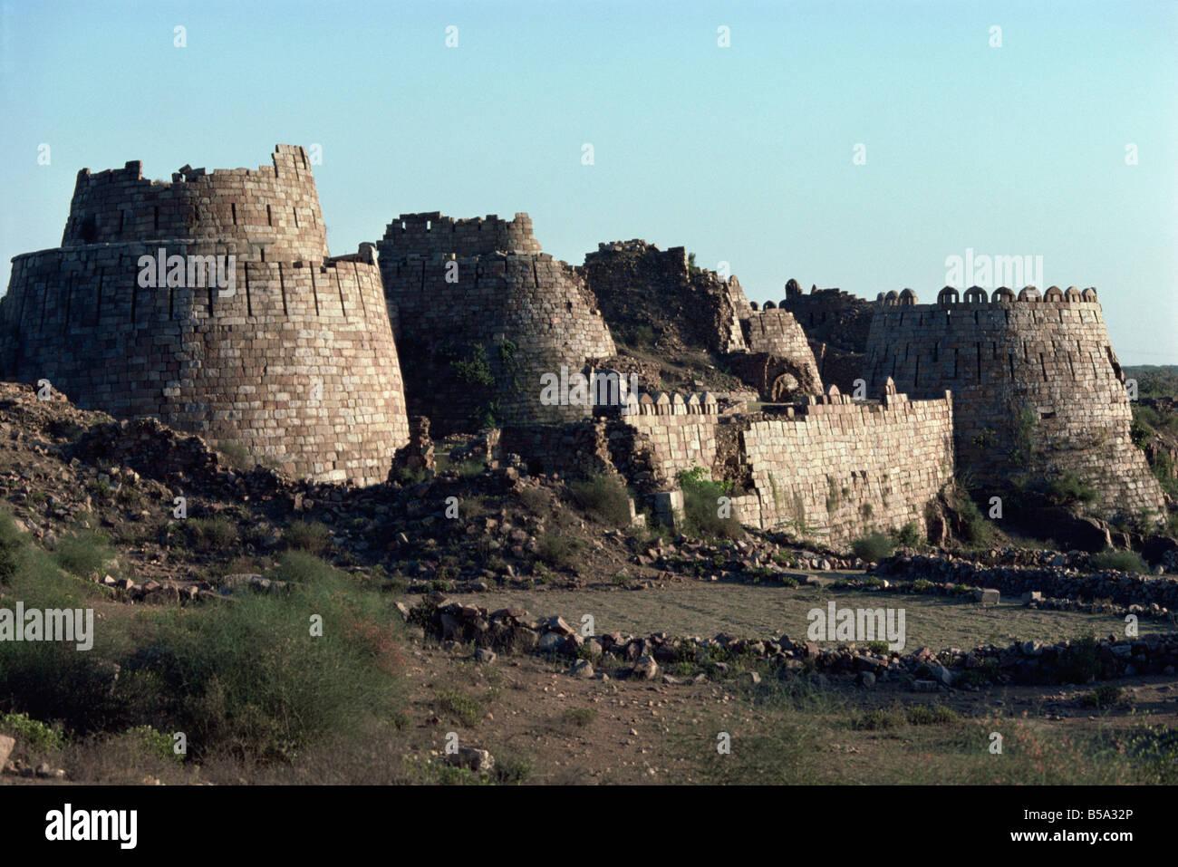 Bastioni, Tughlaqabad, Stato di Haryana, India Immagini Stock