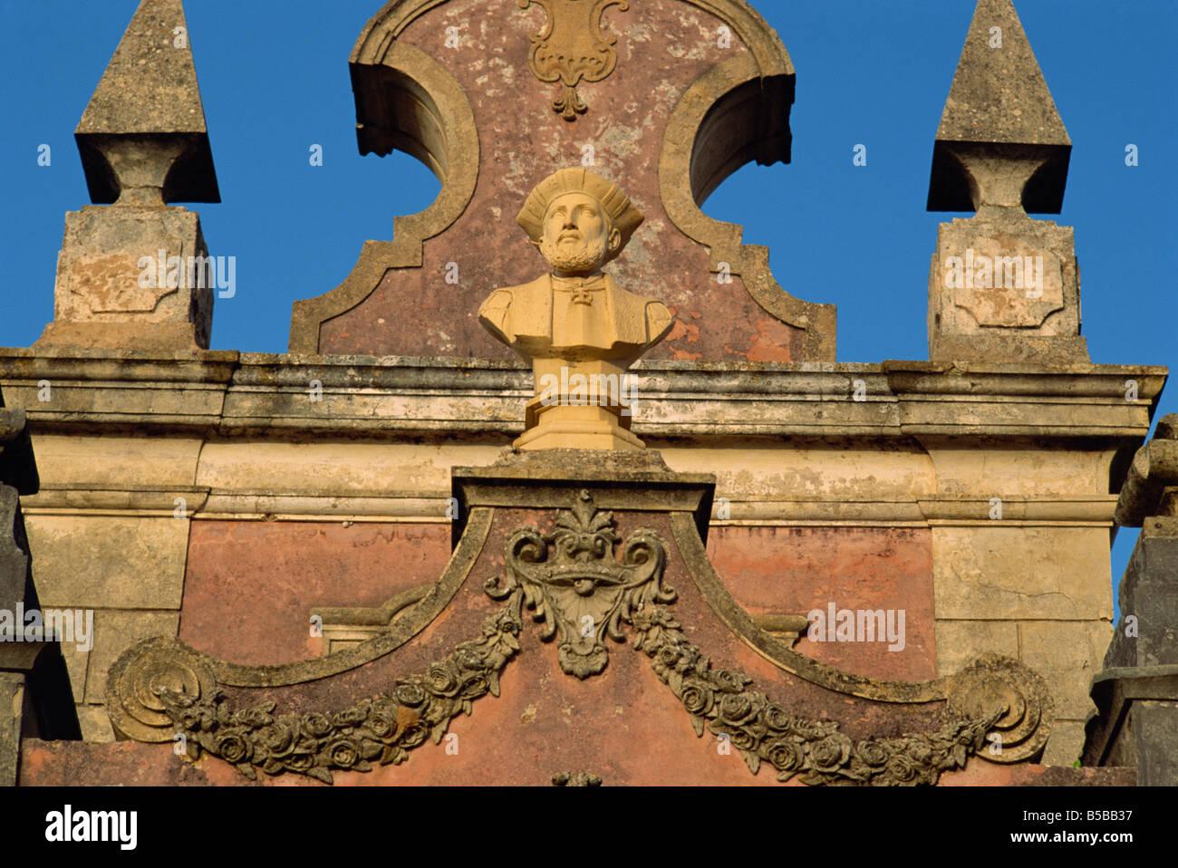 Busto di Vasco da Gama nei giardini del palazzo di Estoi C diciottesimo a C XIX secolo a Estoi Faro in Algarve Portogallo Immagini Stock