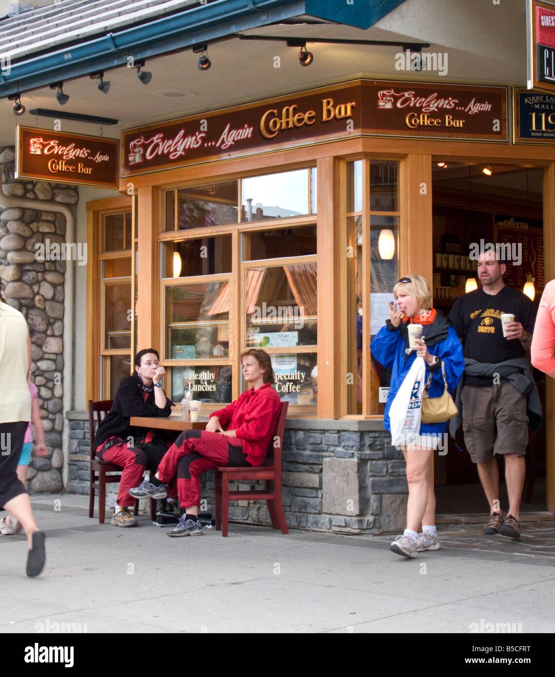 Evelyn's coffee bar sulla strada principale, Banff, Calgary, Canada Immagini Stock