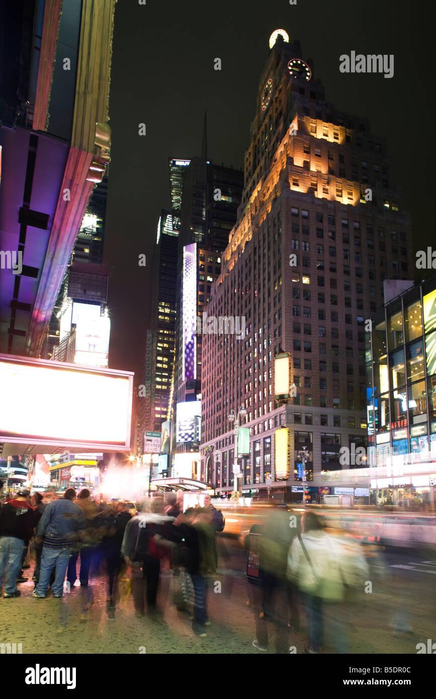 Scena notturna su Broadway vicino a Times Square a New York City Immagini Stock
