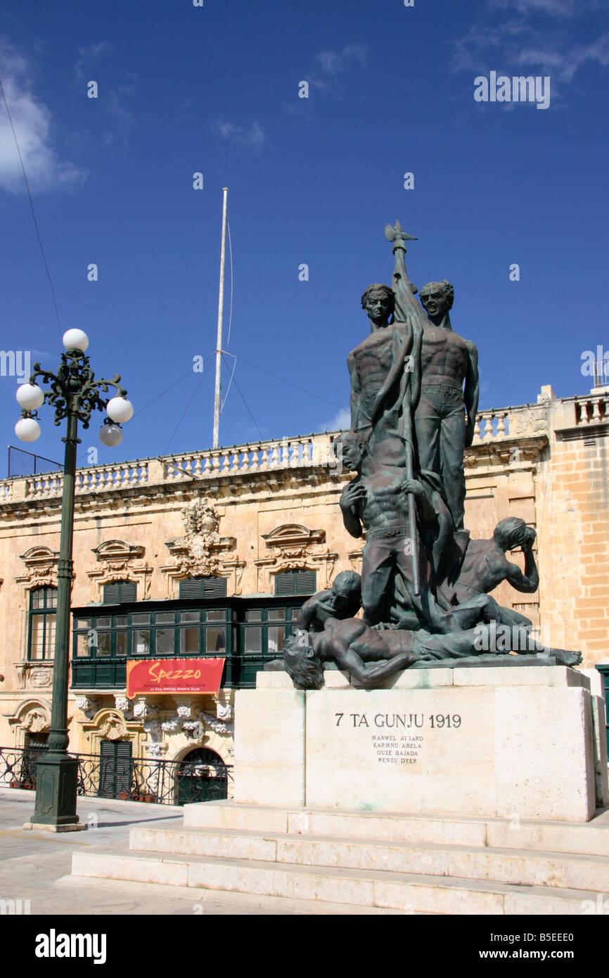 """Il 'Sette Guino Monumento"""" in """"Piazza del Palazzo', La Valletta, Malta. Immagini Stock"""