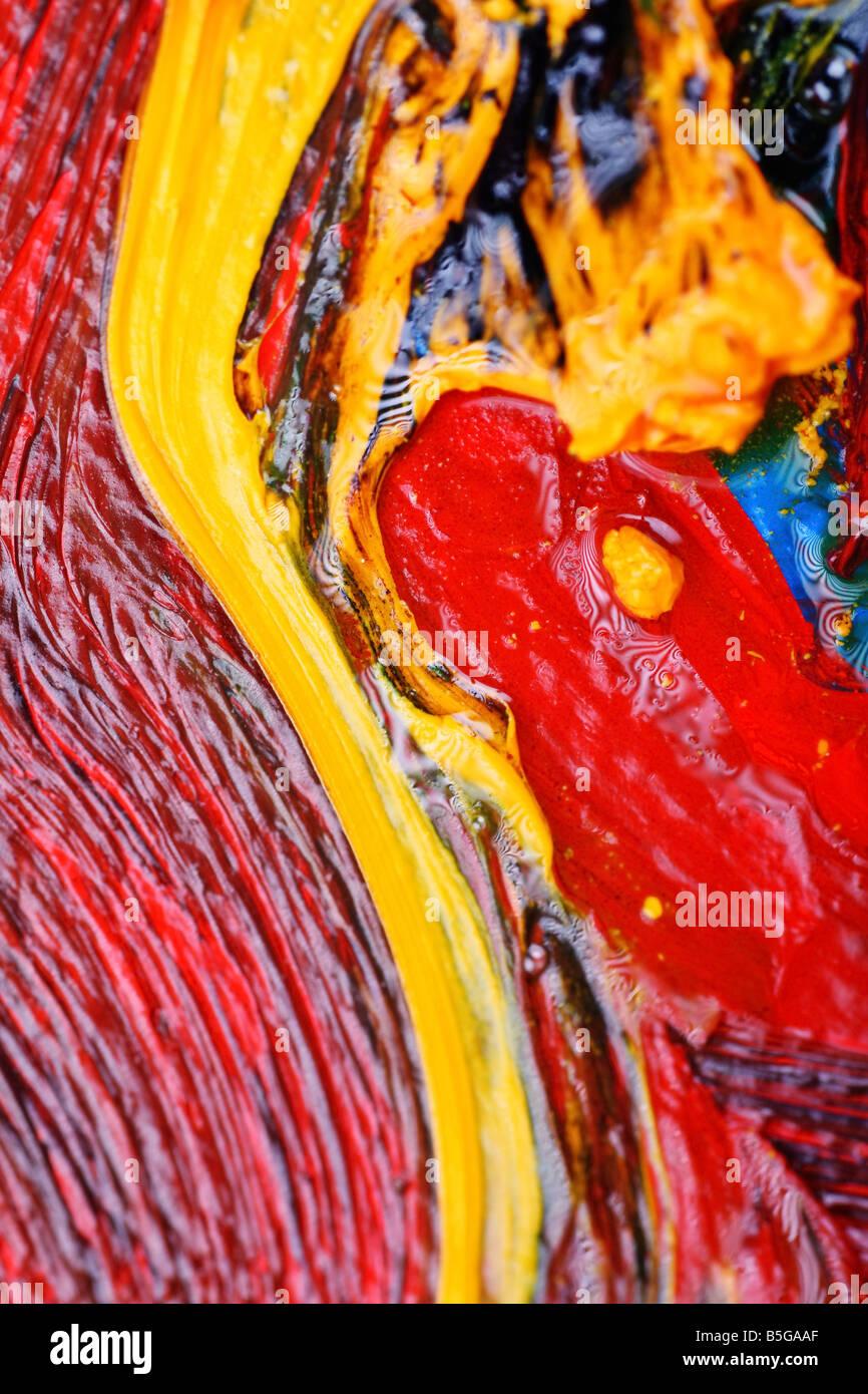 Artisti Astratti pittura olio mostra colori vibranti di consistenza e di flusso Immagini Stock