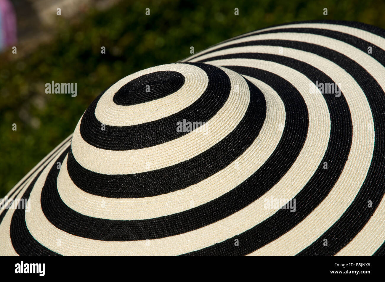 Donna cappello designer presso la società evento, England Regno Unito Immagini Stock