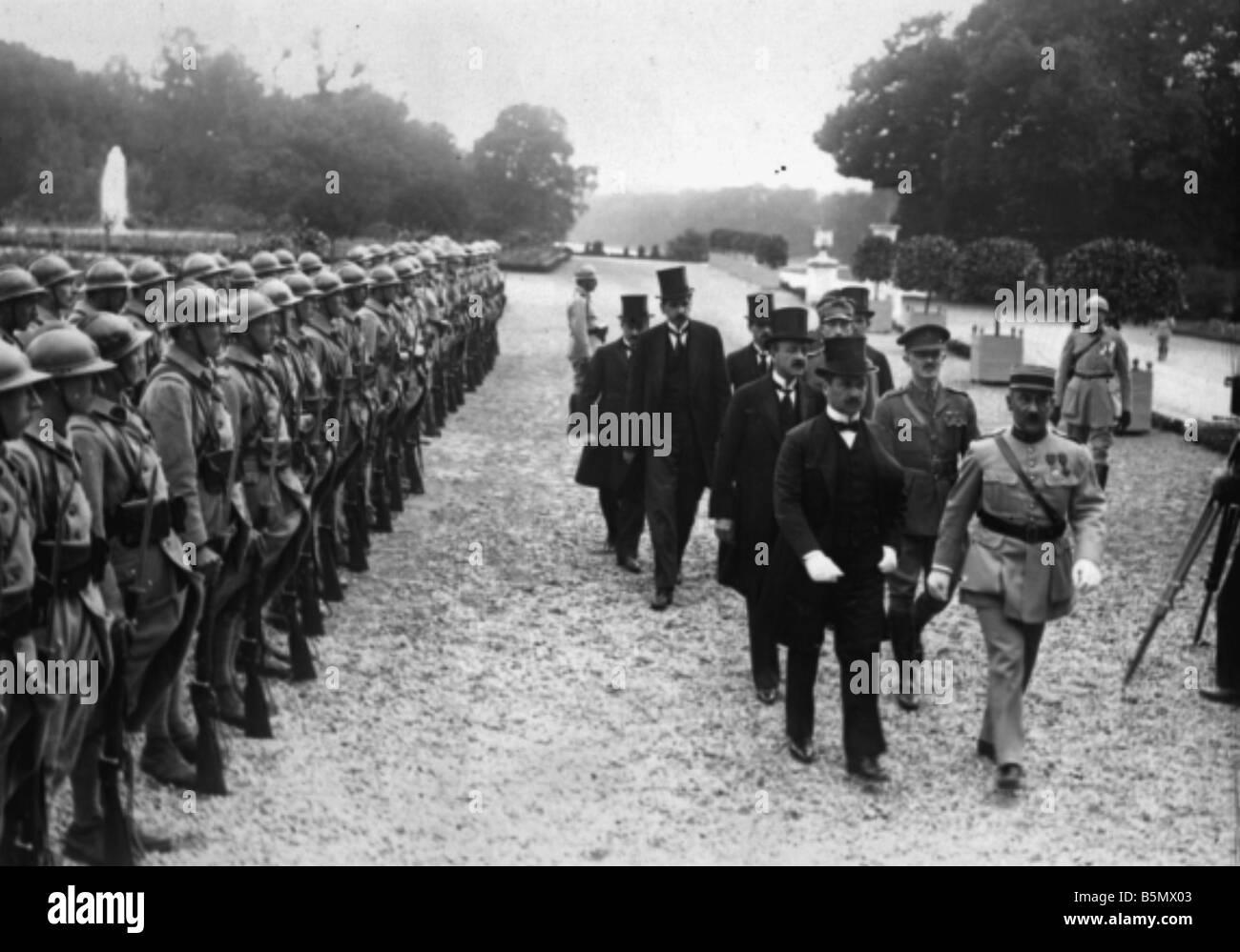9ONU 1920 6 6 4 A1 4 e trattato di pace di Trianon 1920 Foto trattato di pace di Trianon 4 giugno 1920 del trattato Immagini Stock