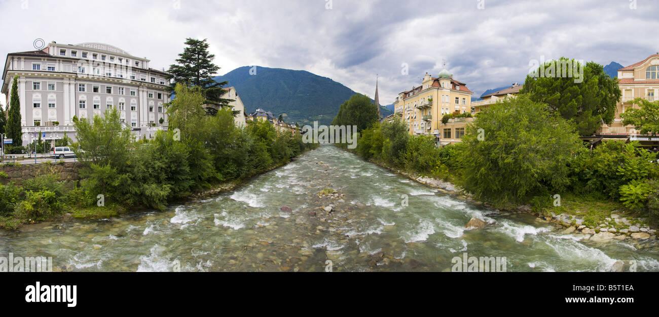 Il fiume Passirio nella città di Merano in Alto Adige (Sud Tirolo), Trentino Alto Adige, Italia. Immagini Stock
