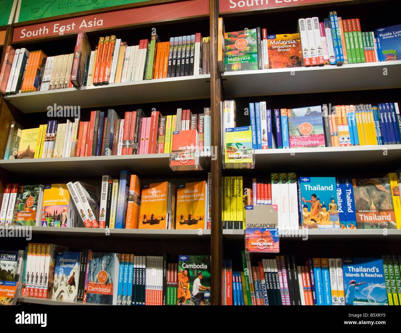 Guide di viaggio nel sud-est asiatico per la vendita in un bookshop in Gran Bretagna Immagini Stock