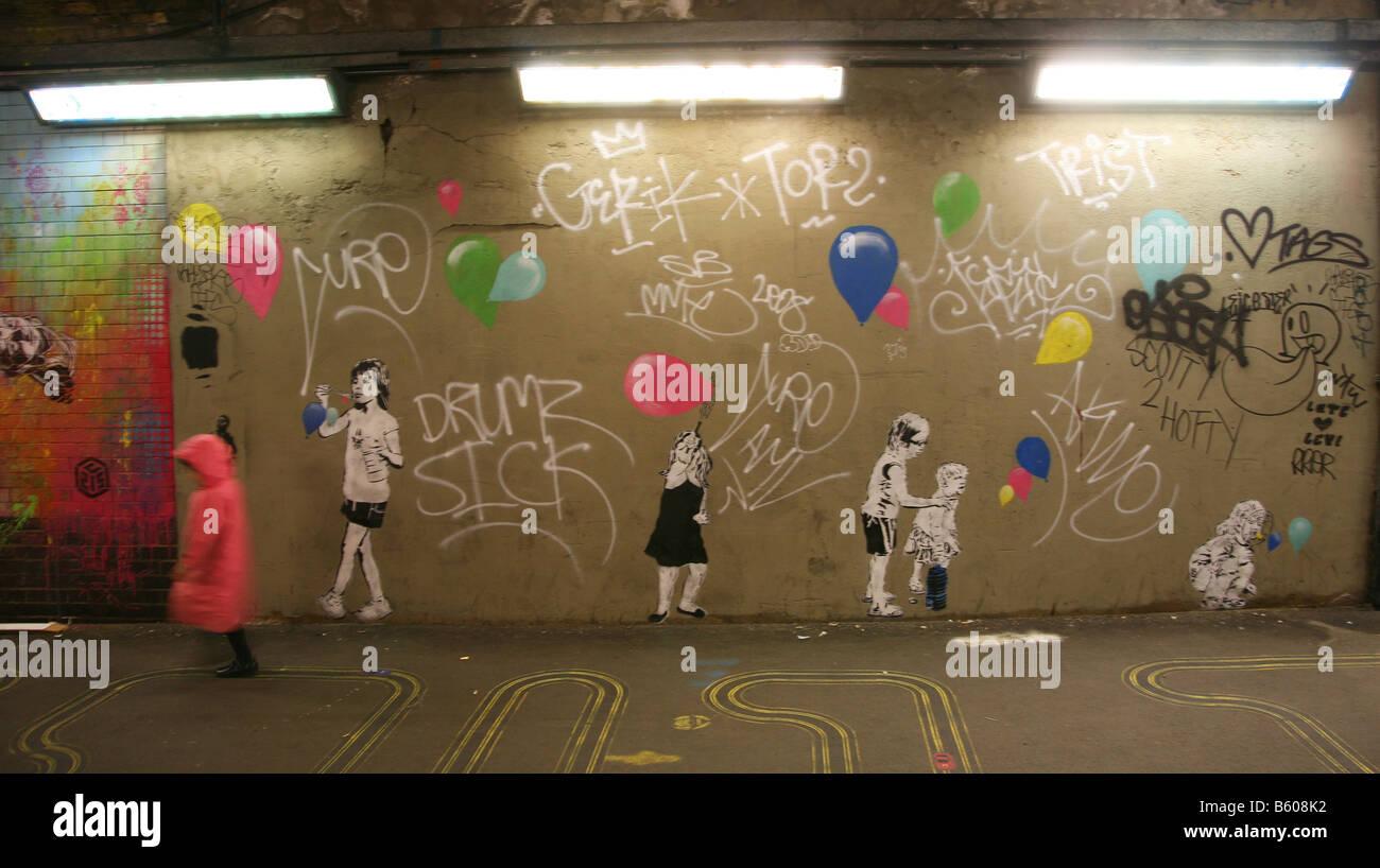 Gioco da ragazzi giocare bambino Banksy Graffiti artist arte Immagini Stock