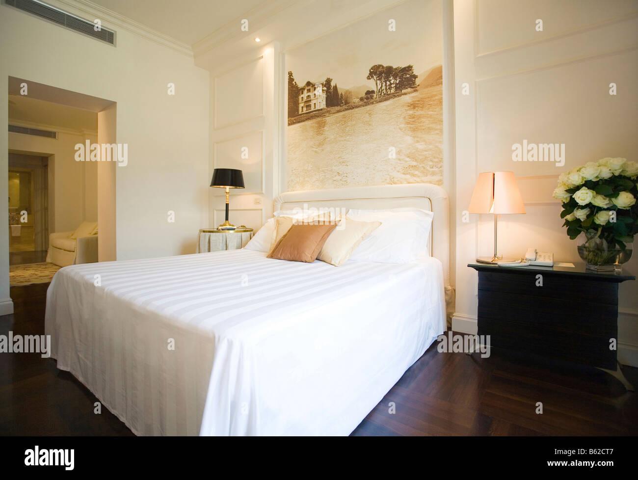 Albergo terminus camera da letto suite presso il lago di como italia foto immagine stock - Camera da letto lago ...