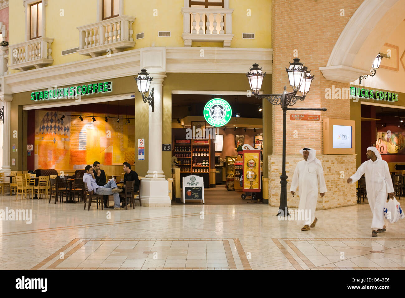 Starbucks, Villagio Mall, Doha, Qatar Immagini Stock
