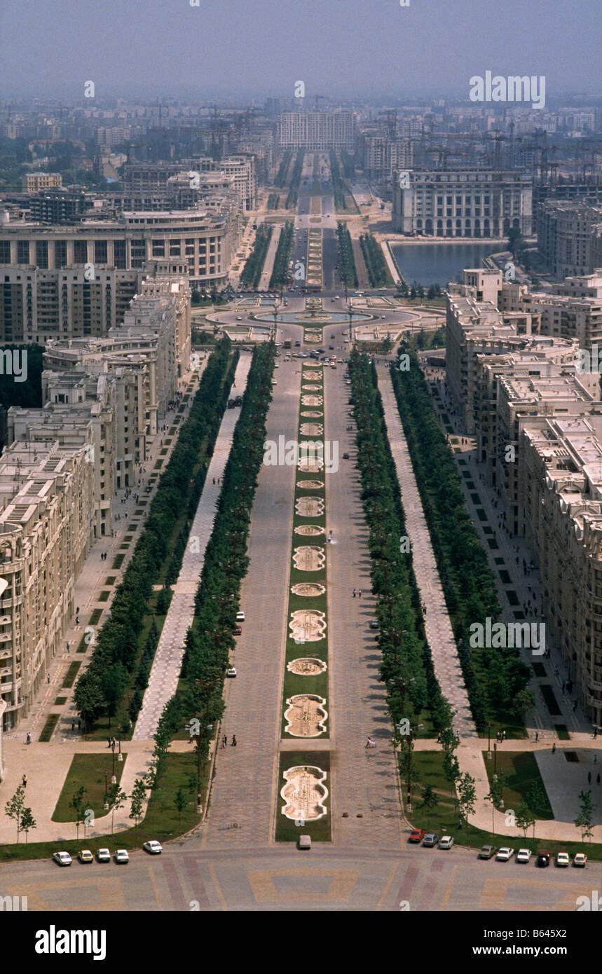 Vista del Boulevard Unirii visto dal tetto di casa/ Palazzo del ...