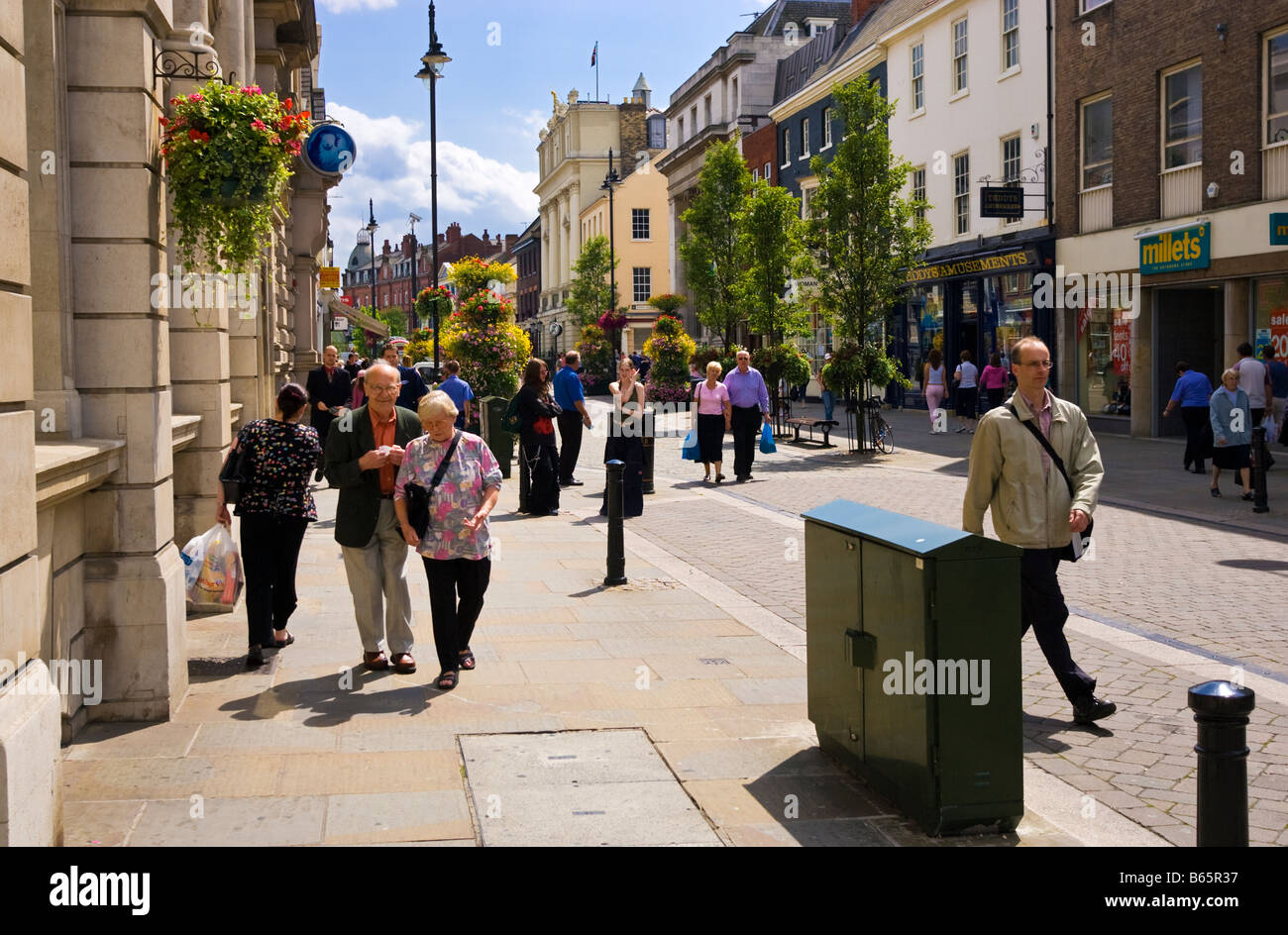 Doncaster town center High Street, South Yorkshire, Inghilterra, Regno Unito Foto Stock