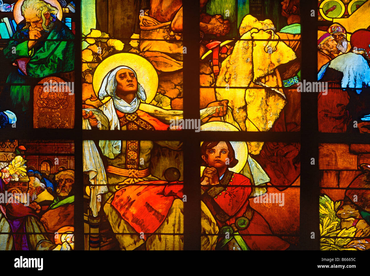 Vetrate di Alfons Mucha San Guido Chiesa di Praga Repubblica Czec Immagini Stock