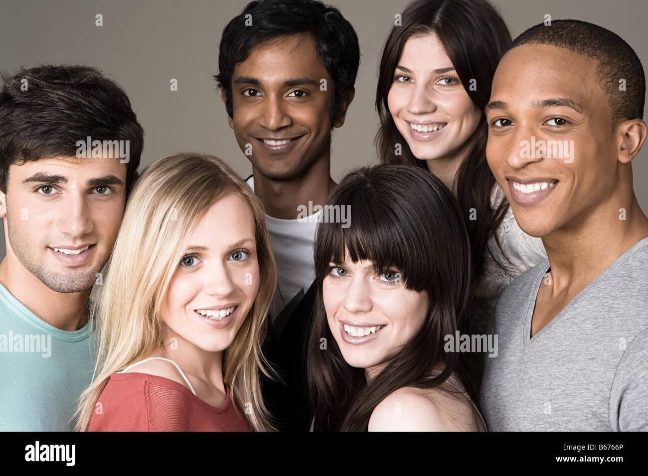 Ritratto di un gruppo di giovani amici Immagini Stock