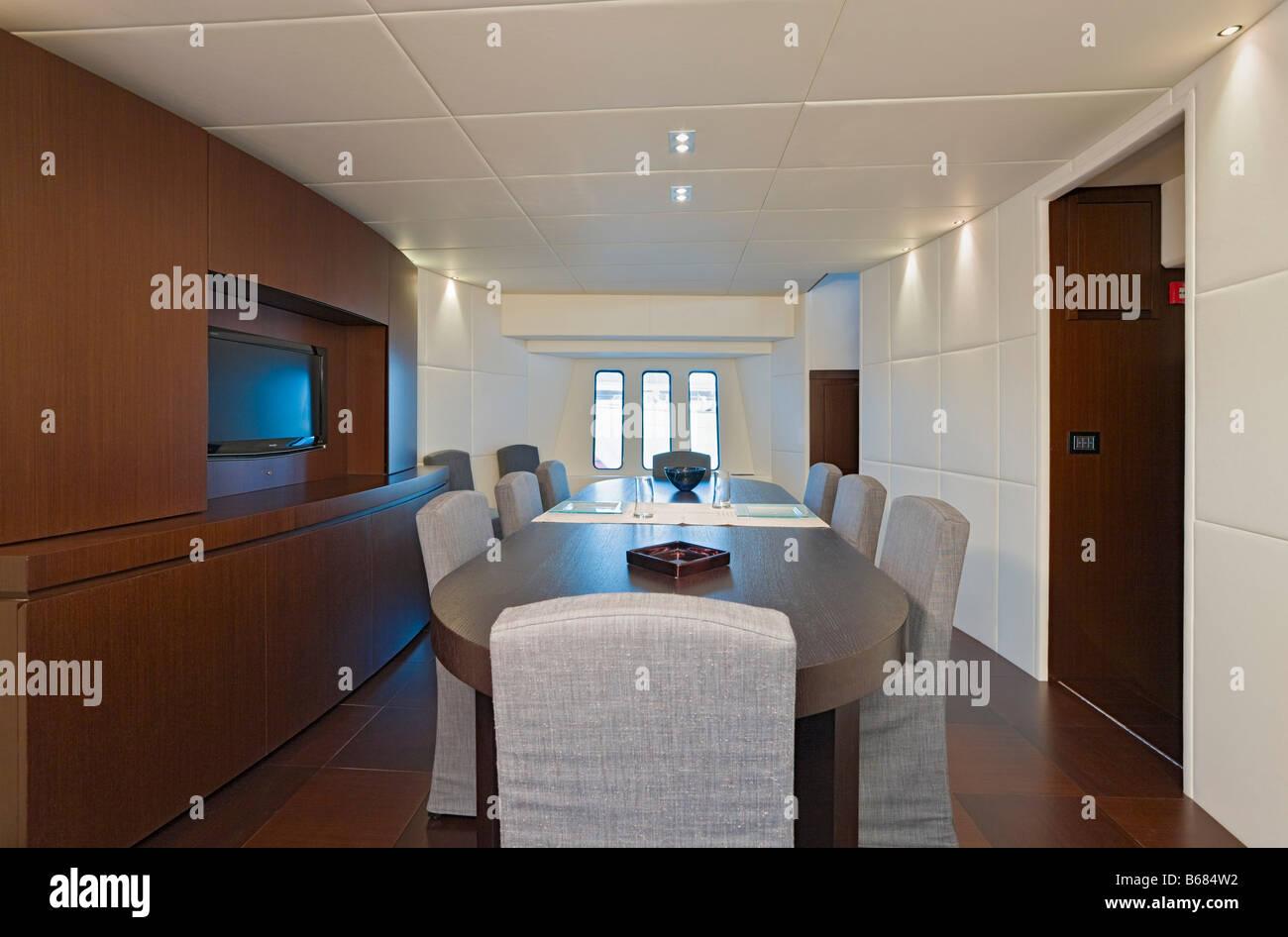 Interno Della Sala Da Pranzo Di Yacht Di Lusso Foto Stock Alamy