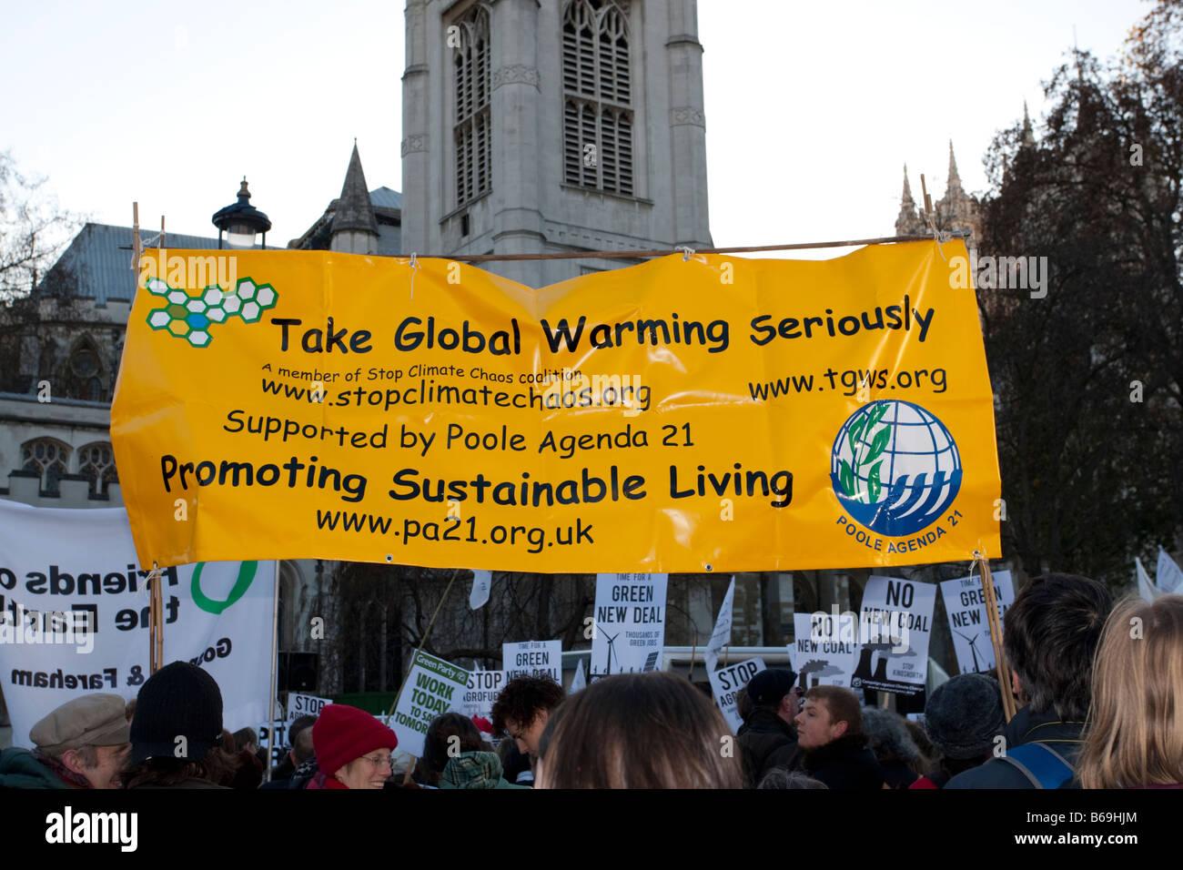 Gli attivisti di prendere il riscaldamento globale seriamente banner sul Cambiamento Climatico marzo Londra Dicembre Immagini Stock