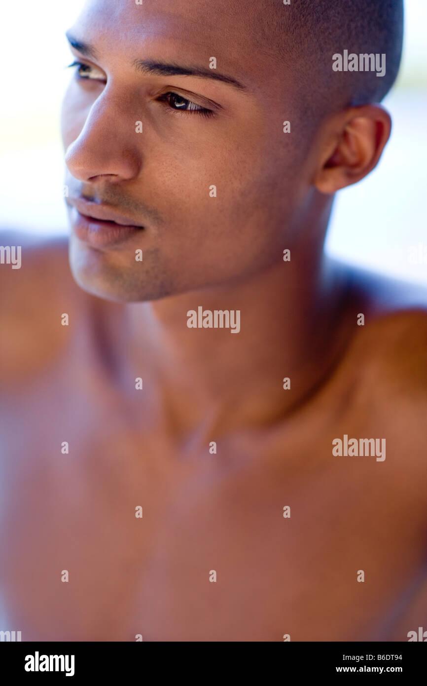 Uomo di pensiero e lui è venti anni. Immagini Stock