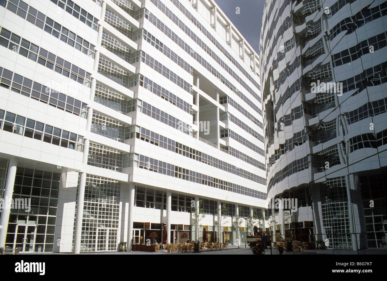 L 39 aia paesi bassi municipio e biblioteca richard meier for Richard meier architetto