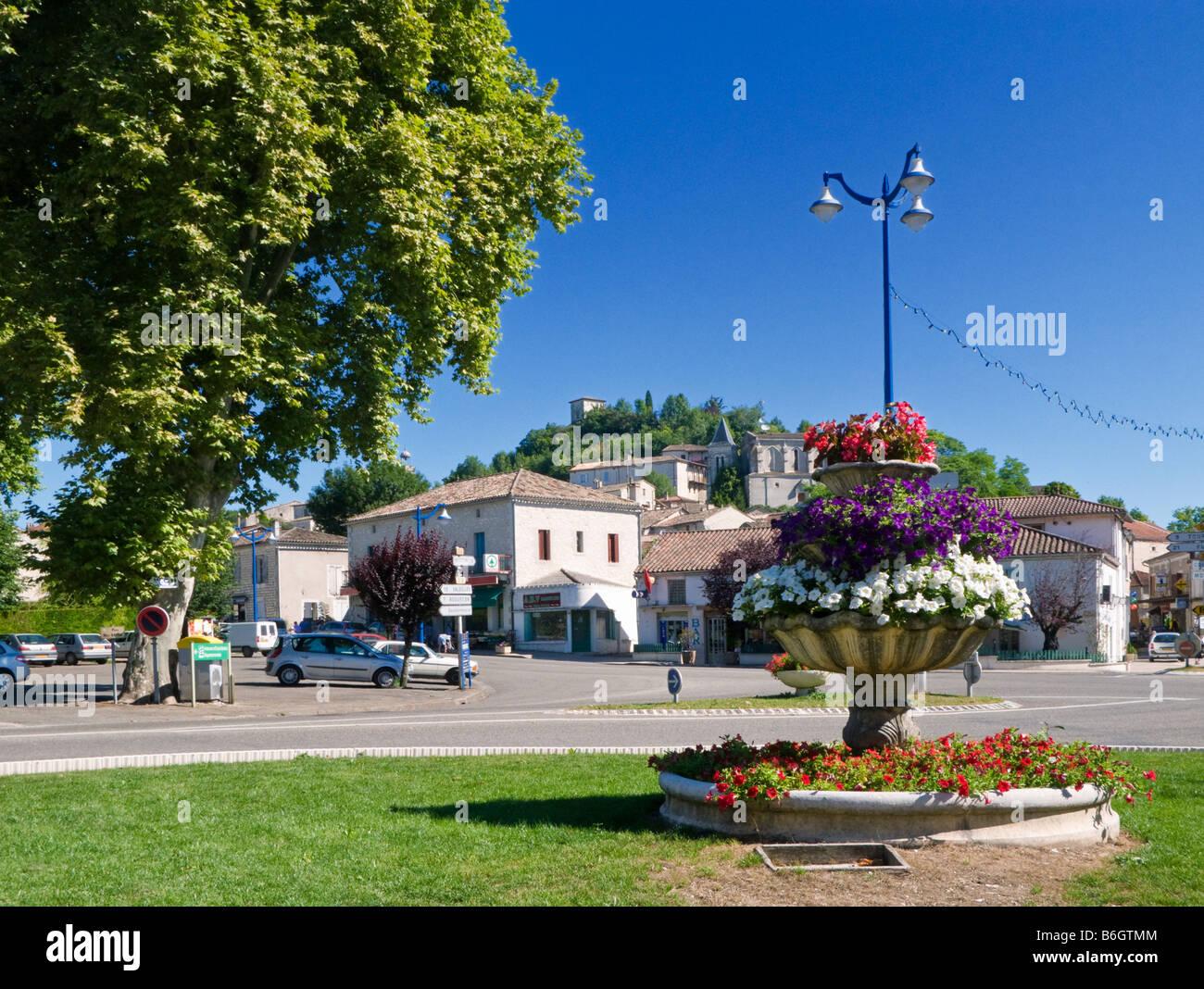 Centro città in Montaigu de Quercy, Tarn et Garonne, sud-ovest della Francia, Europa Immagini Stock