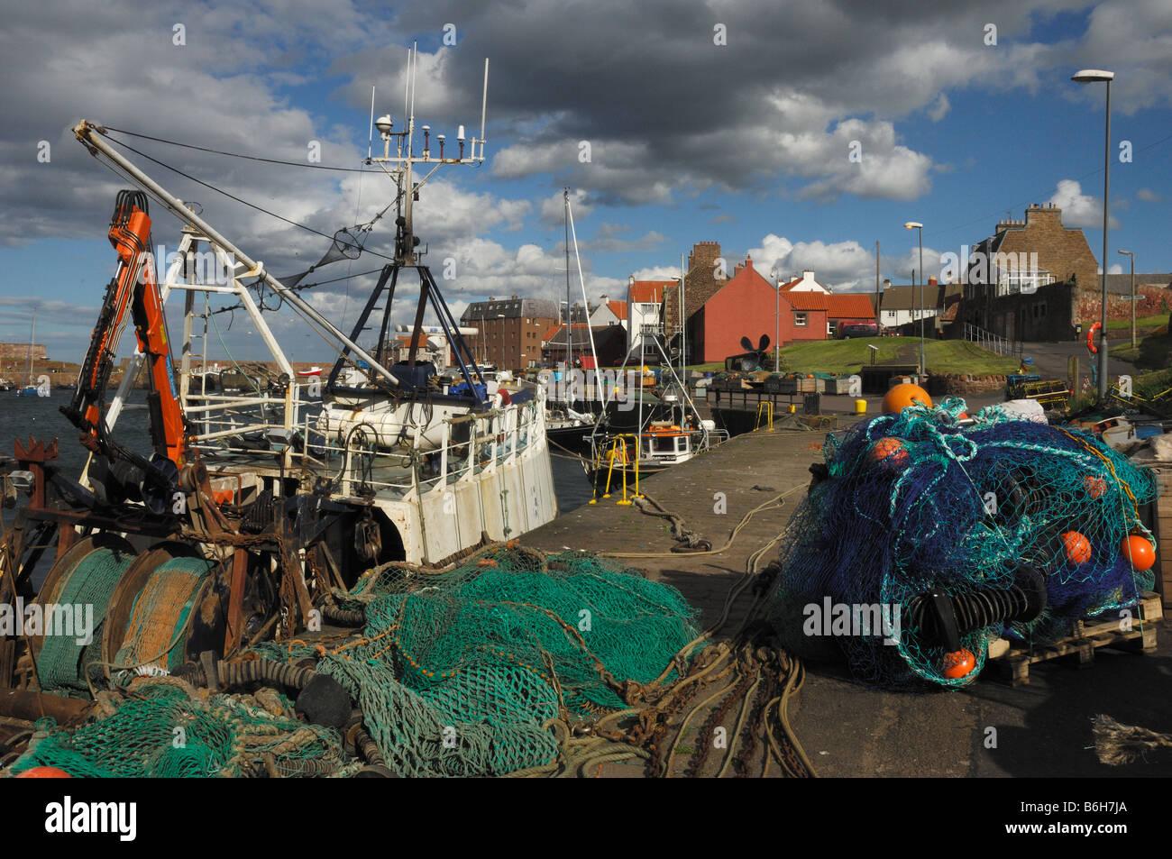 Porto Dumbar nuvole del cielo la pesca porto cielo nubi pescherecci barche barca barca Edimburgo Edimburgo Dumbar Immagini Stock