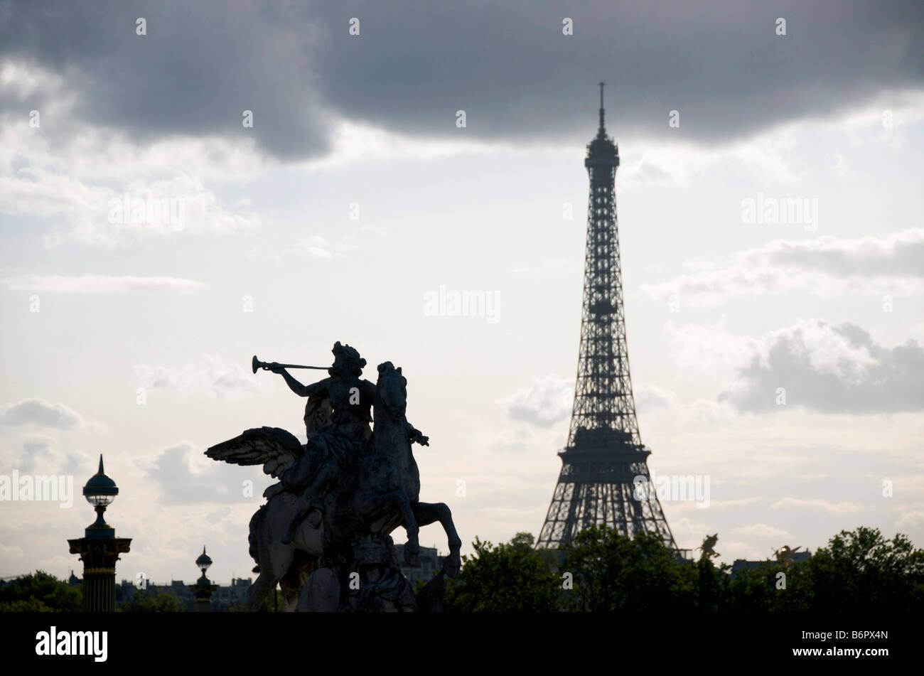 Silhouette di Parigi e la Torre Eiffel, Francia, Europa Immagini Stock