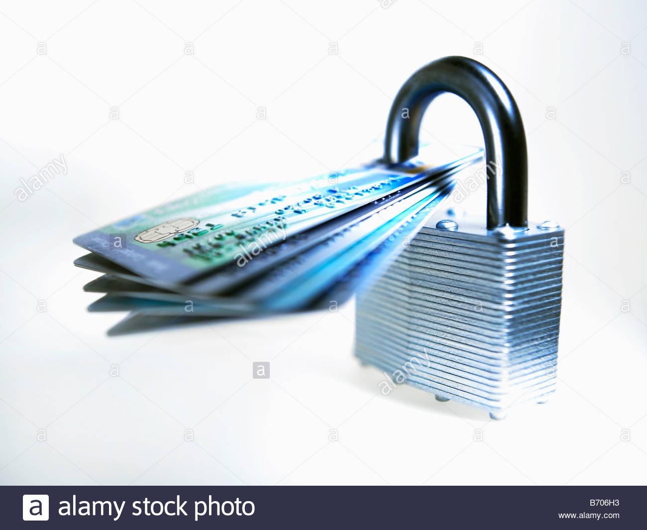 Carte di credito bloccato con un lucchetto Immagini Stock