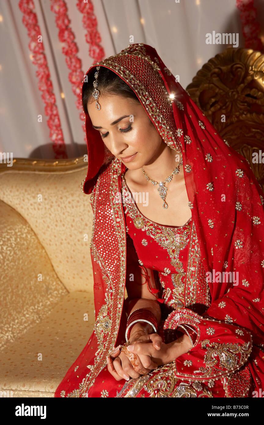 BRITISH ASIAN Musulmana Pakistana matrimonio in famiglia Immagini Stock