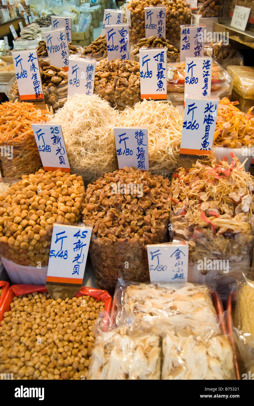 Pesce essiccato display, Des Voeux Road West, Sai Ying Pun, Victoria Harbour, Isola di Hong Kong, Hong Kong, Cina Immagini Stock