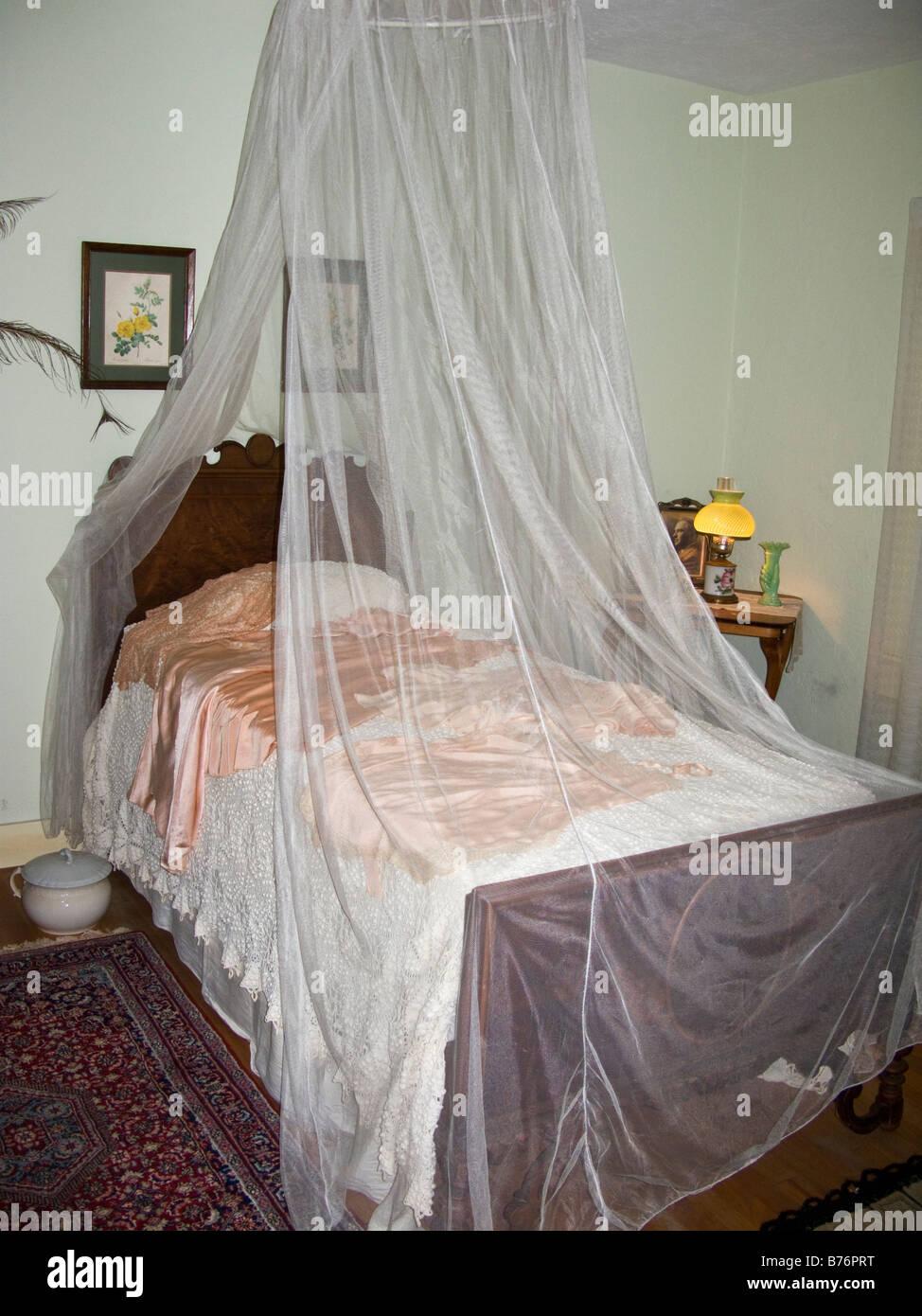 Zanzariere intorno al letto in stile anni \'30 American plantation ...