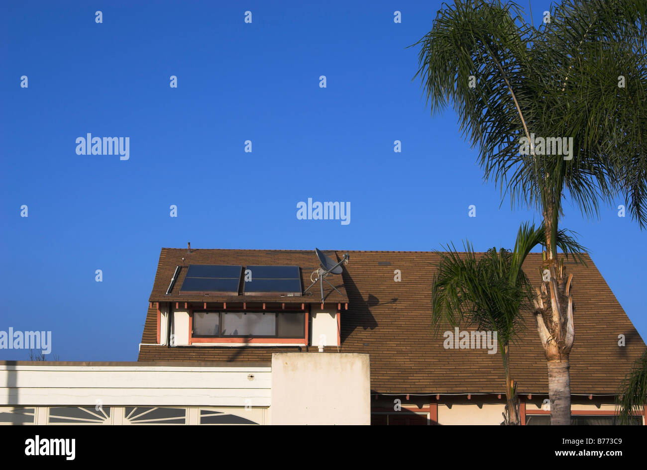 Residenziale riscaldatori solari, San Diego, California Immagini Stock