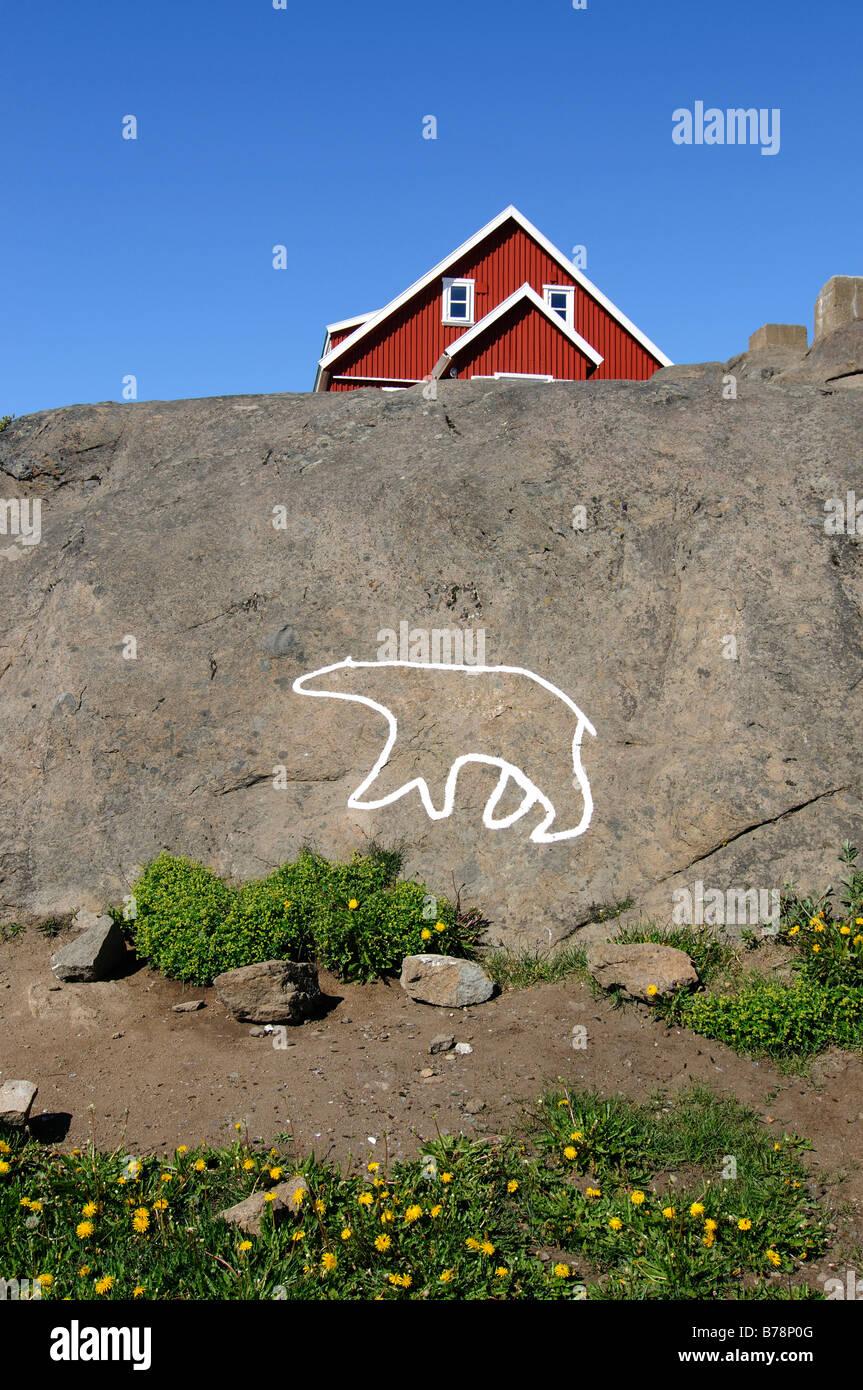 Orso polare delineano nel villaggio di Tasiilaq, Ammassalik, est della Groenlandia, Groenlandia Immagini Stock