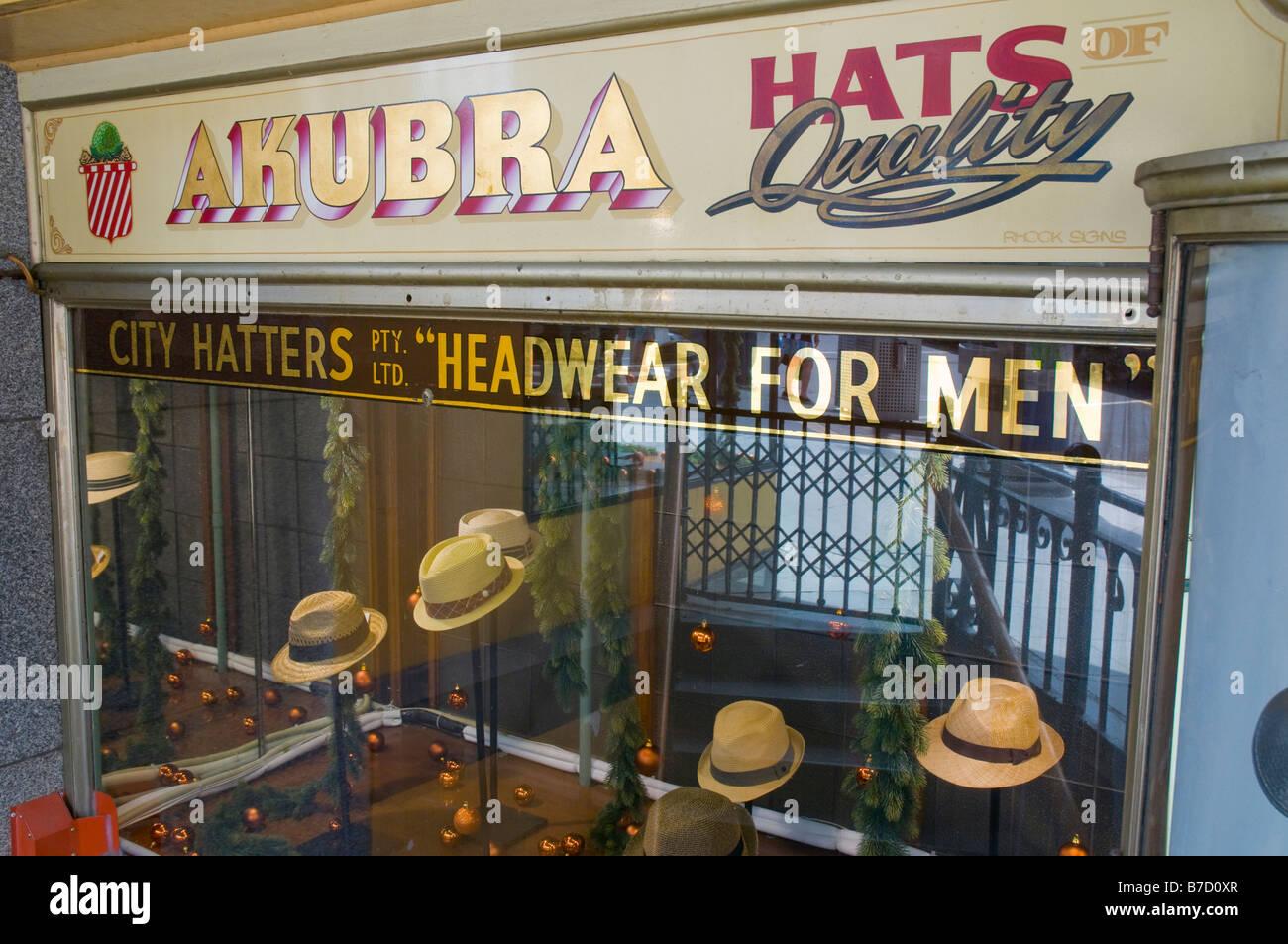 Vecchia facciata di un cappello store di Flinders Street Melbourne Victoria Australia Immagini Stock