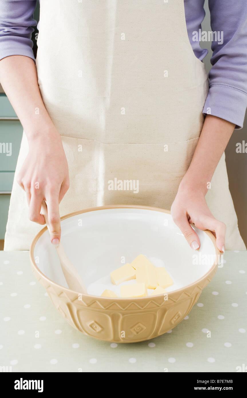 Facendo una torta Immagini Stock