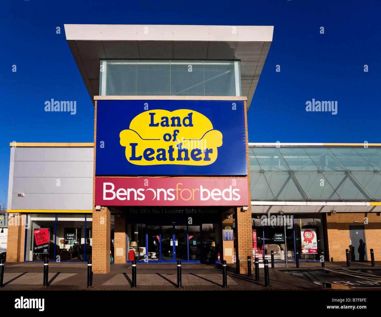 Terra di cuoio e della Bensons per letti furniture store a Abbotsinch Retail Park, Paisley, Scozia. Immagini Stock