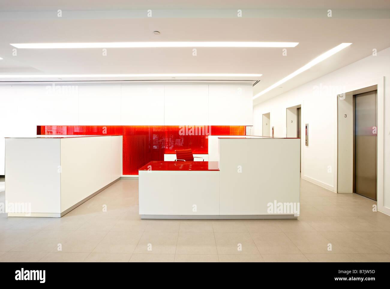 Reception Ufficio Bianco : Rosso bianco ufficio moderno reception foto immagine stock