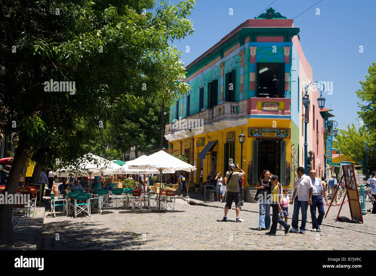 I turisti in strada a La Boca Buenos Aires Argentina America del Sud Immagini Stock