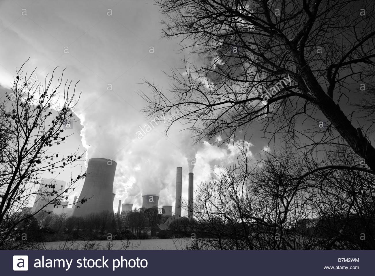 Alimentato a lignite power plant Bergheim-Niederaussem, azionato da RWE Power AG, la produzione di energia elettrica Immagini Stock