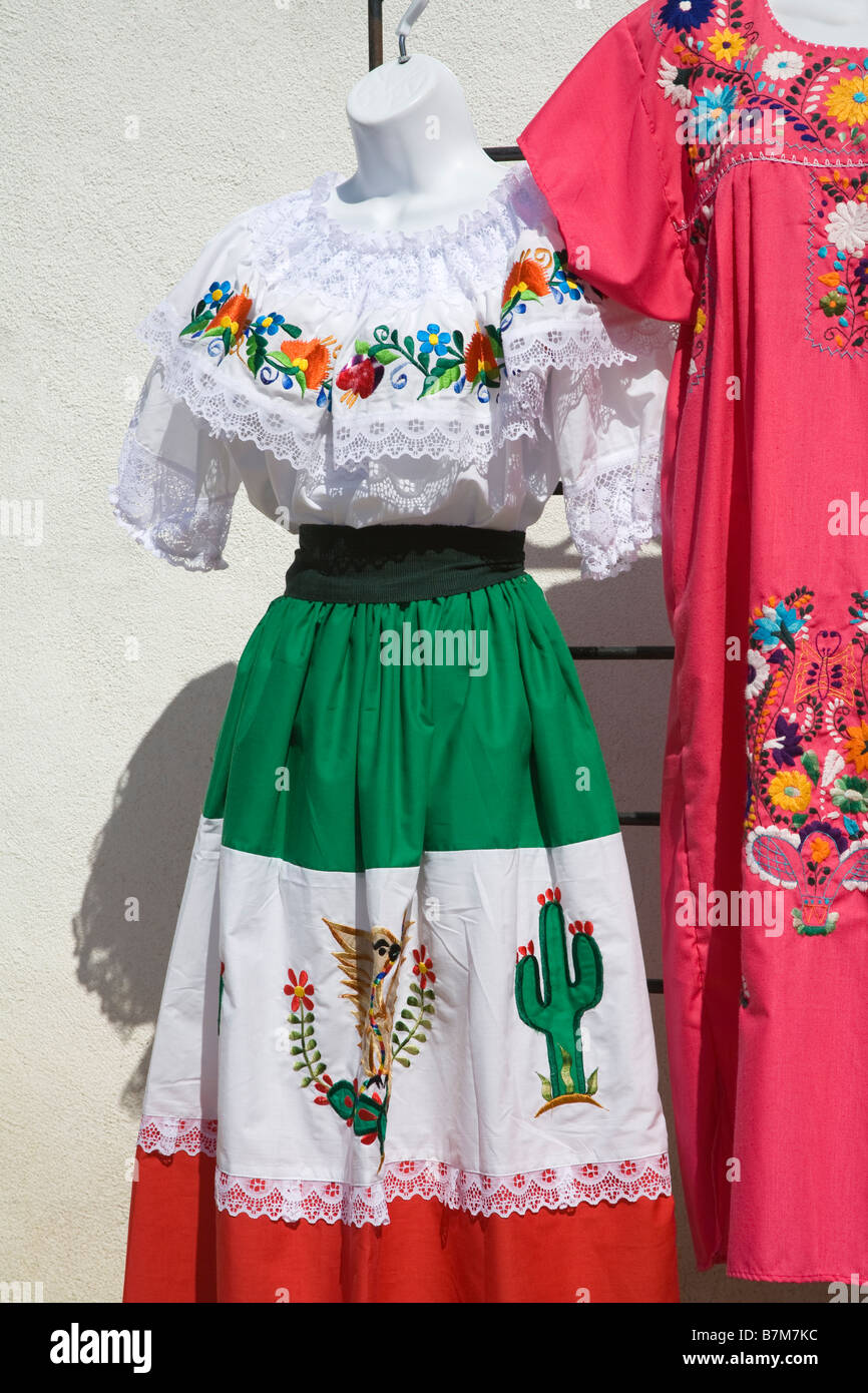 Vestiti messicano nel Mercato della Città Vecchia State Historic Park San  Diego California USA 57829c17fad