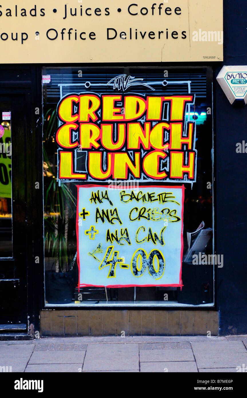Credit Crunch offerta pubblicizzata in un sandwich shop, Marlow, Bucks, Regno Unito Immagini Stock