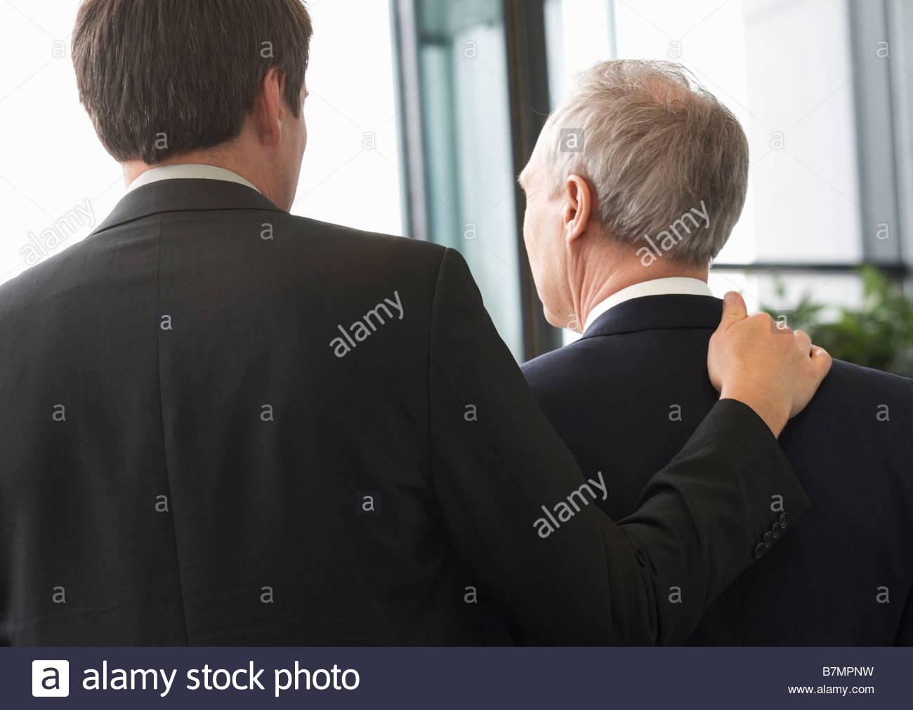 Due proprietari di lasciare un edificio per uffici Immagini Stock