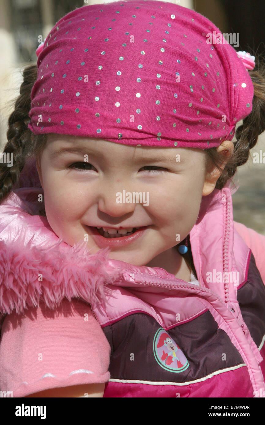 Un portret di una ragazzina in Portogallo Immagini Stock