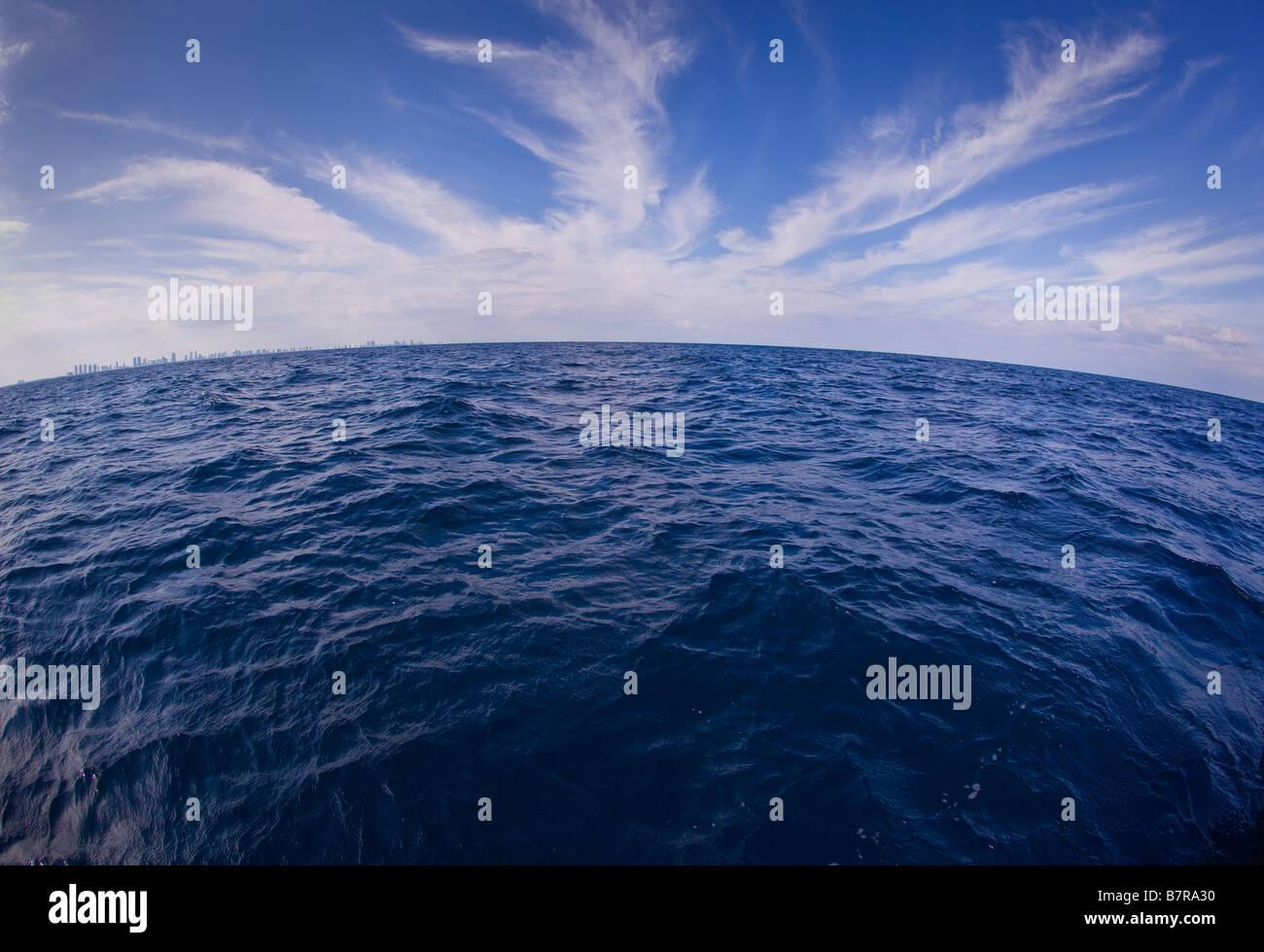 MIAMI BEACH, Florida USA - Oceano Atlantico, a circa 3 miglia fuori di Haulover tagliare, North Miami Beach. Immagini Stock