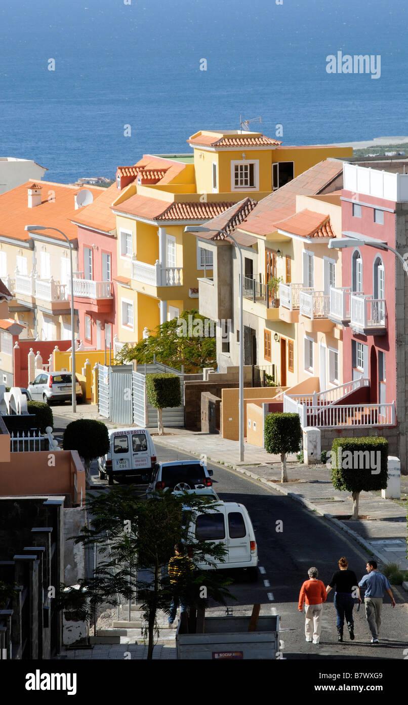 Alloggiamento a schiera case vacanza in Costa Adeje Tenerife Isole Canarie  avente uno sfondo dell  71ad852c363