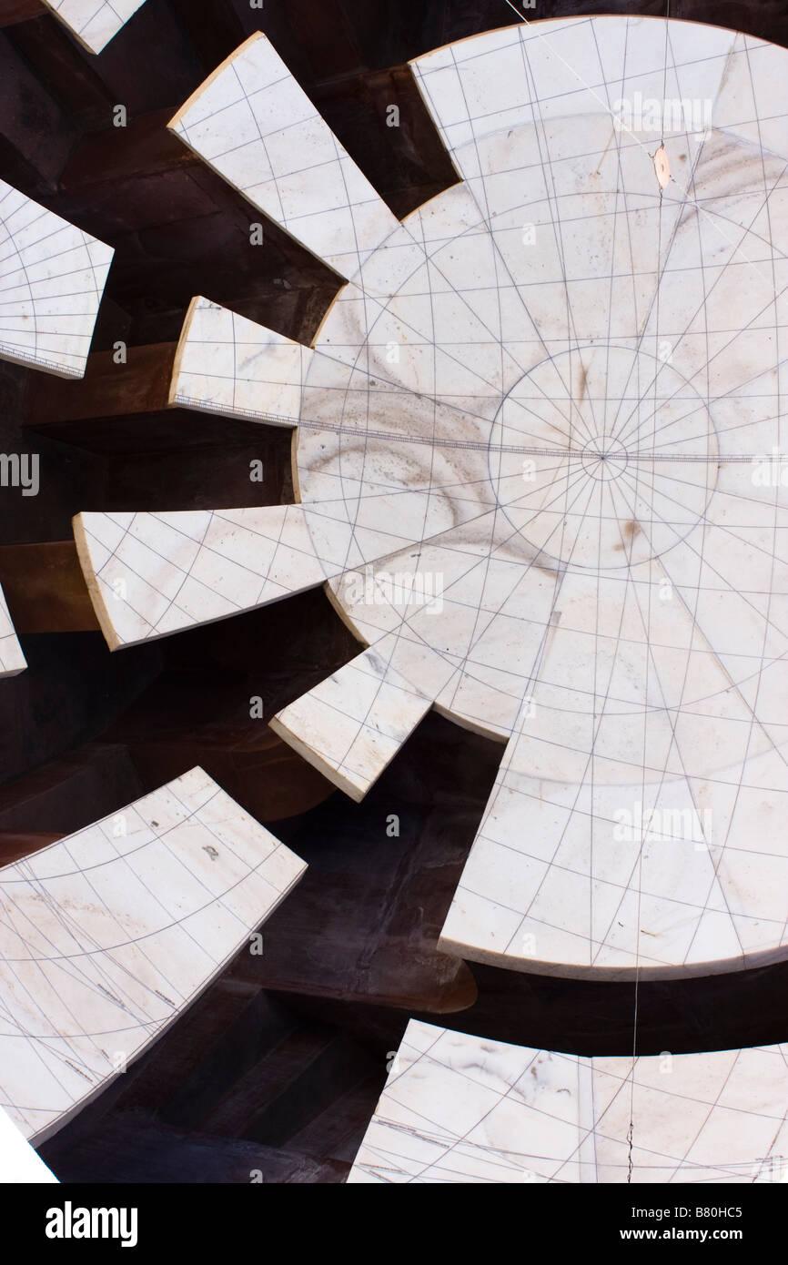 La sezione di una misurazione astronomico installazione, Jantar Mantar Observatory, costruito nel 1728, Jaipur, Immagini Stock