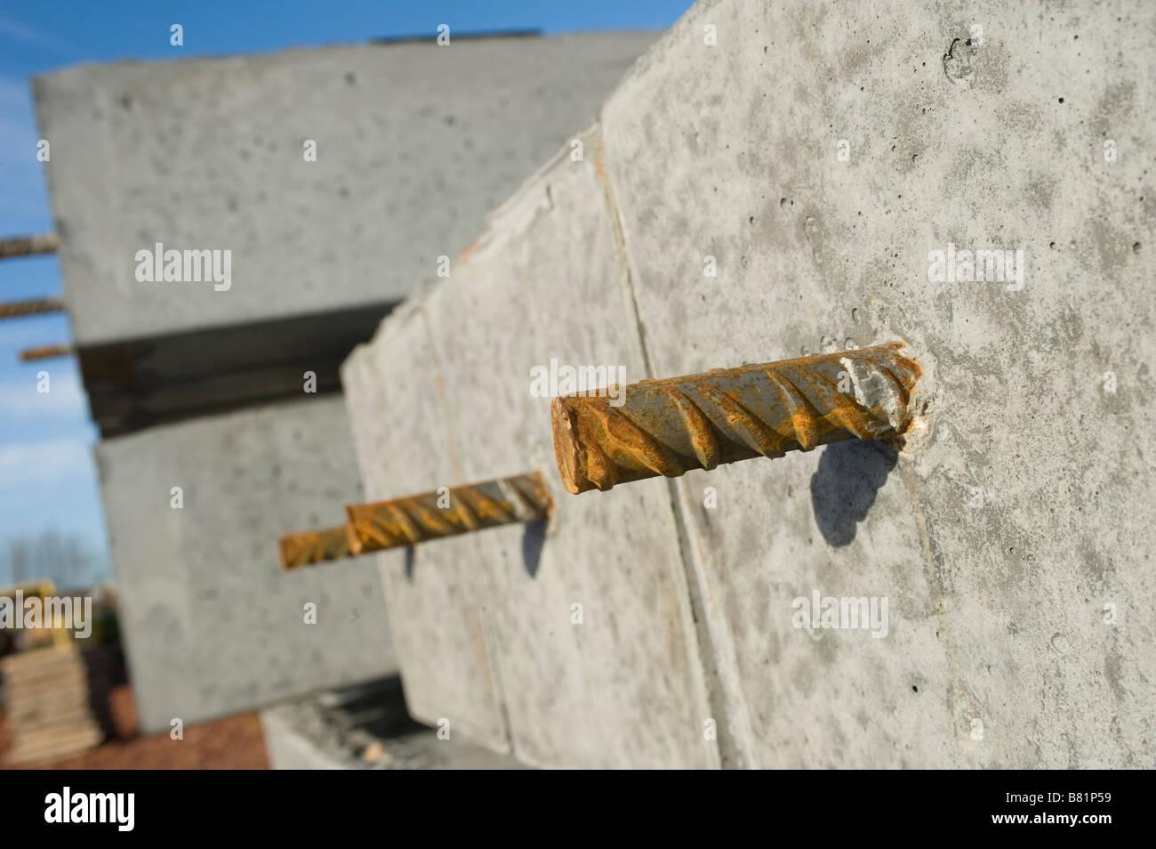 Acciaio rinforzato di blocchi in calcestruzzo per l'edilizia Immagini Stock
