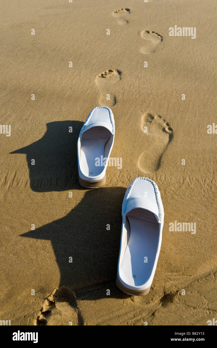 Sand In Shoes Immagini   Sand In Shoes Fotos Stock - Alamy 7059e1f4d49